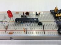 02 - ATmega8 + rezystor + dioda + microswitch